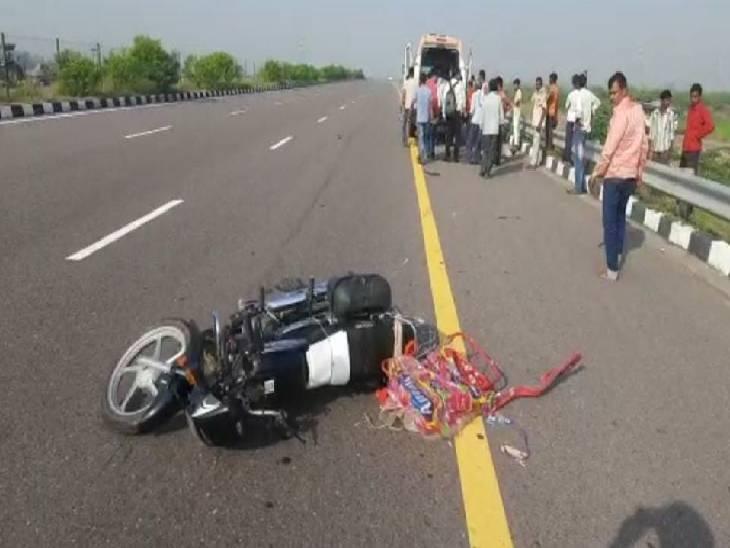 बाइक पर साथ बैठी पत्नी और बच्ची भी हुई घायल, त्योहार मनाने घर वापस जा रहा था परिवार|उन्नाव,Unnao - Dainik Bhaskar