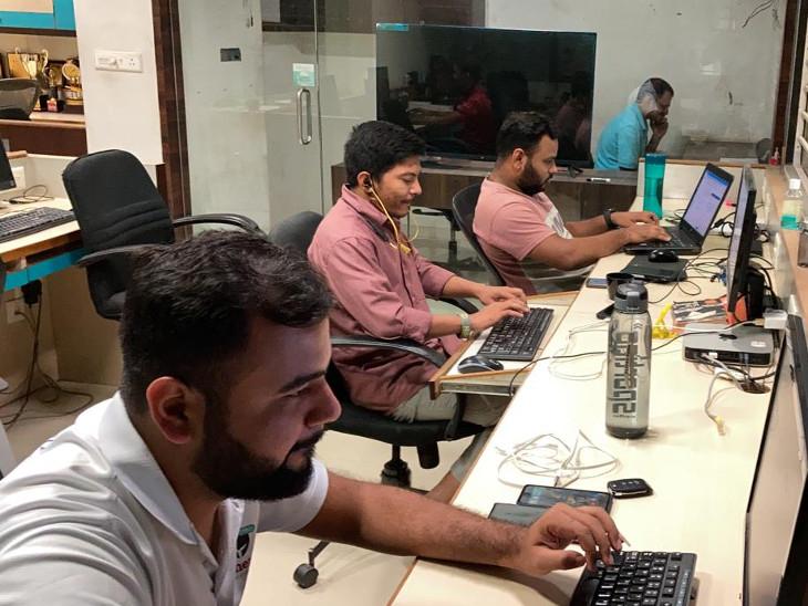 इस क्रिकेट ऐप को मैनेज करने के लिए अभिषेक की टीम लगातार काम करती रहती है। वे लोग लाइव अपडेट करते रहते हैं।
