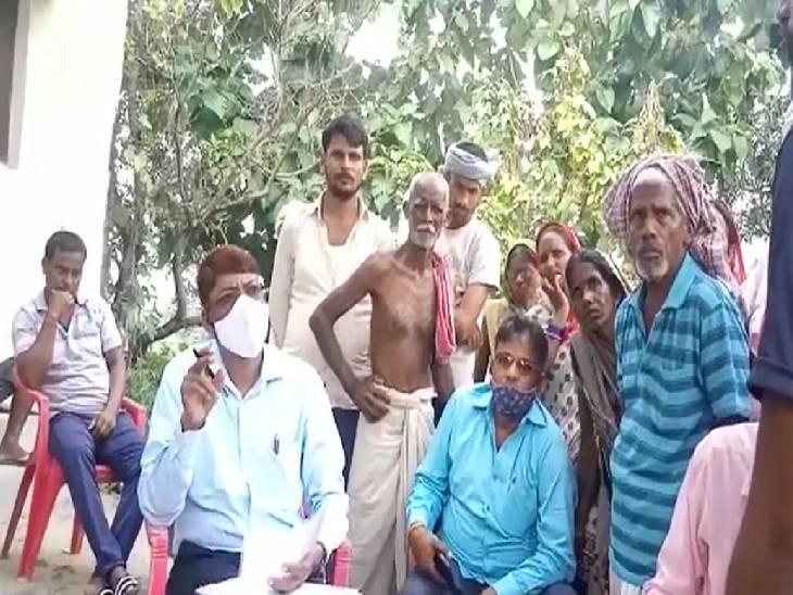 ग्रामीण के घर में छिपाए थे 2 बोरे, जांच में मिला 98 क्विंतल राशन|सिद्धार्थनगर,Siddharthnagar - Dainik Bhaskar