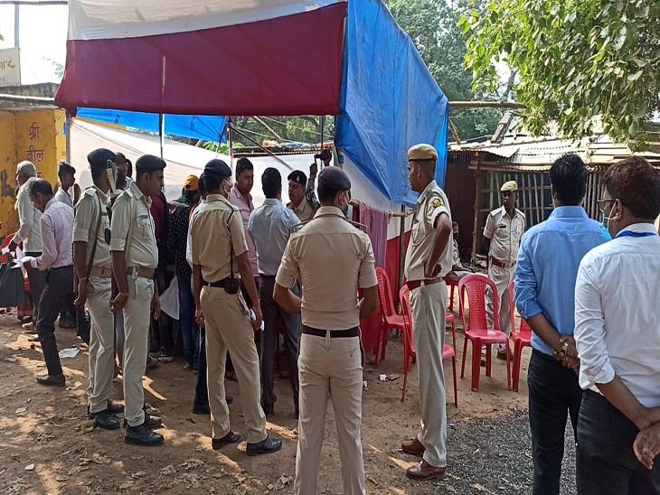 नौबतपुर के 1785 एवं विक्रम के 1445 प्रत्याशियों के भाग्य का आज होगा फैसला, मतदान केंद्रों पर लगी भीड़ पटना,Patna - Dainik Bhaskar