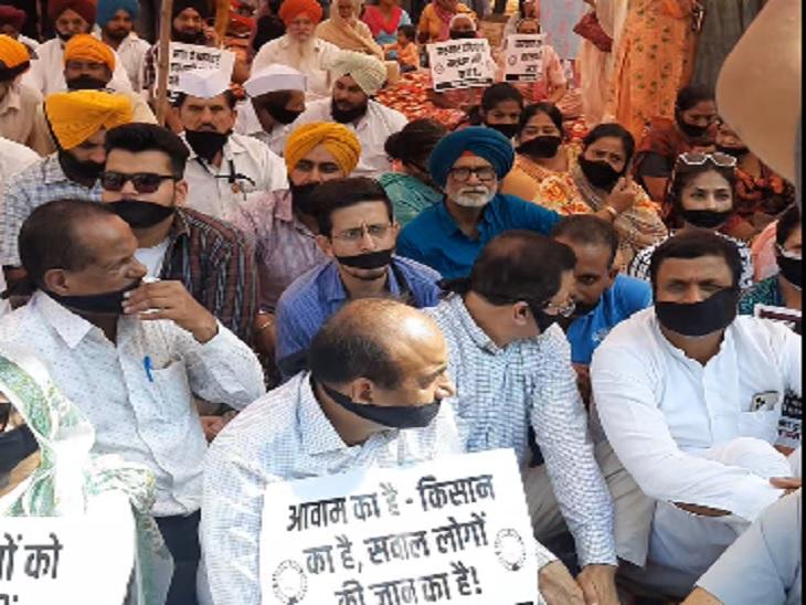 सिद्धू वादा करके भी नहीं पहुंचे लखीमपुर हिंसा के खिलाफ प्रदर्शन में, हंसी-मजाक करते दिखे नेता|अमृतसर,Amritsar - Dainik Bhaskar