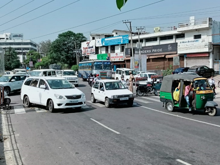 पावरकॉम के चीफ इंजीनियर ने दिया भरोसा- 2 दिन बाद सुचारू होगी बिजली सप्लाई, PAP चौक पर किसानों का धरना खत्म|जालंधर,Jalandhar - Dainik Bhaskar