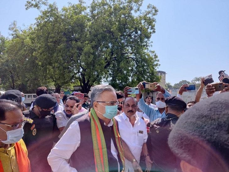 कवर्धा दंजी में रहने वाले लोगों को तैनात किया गया था।  रमन सिंह।