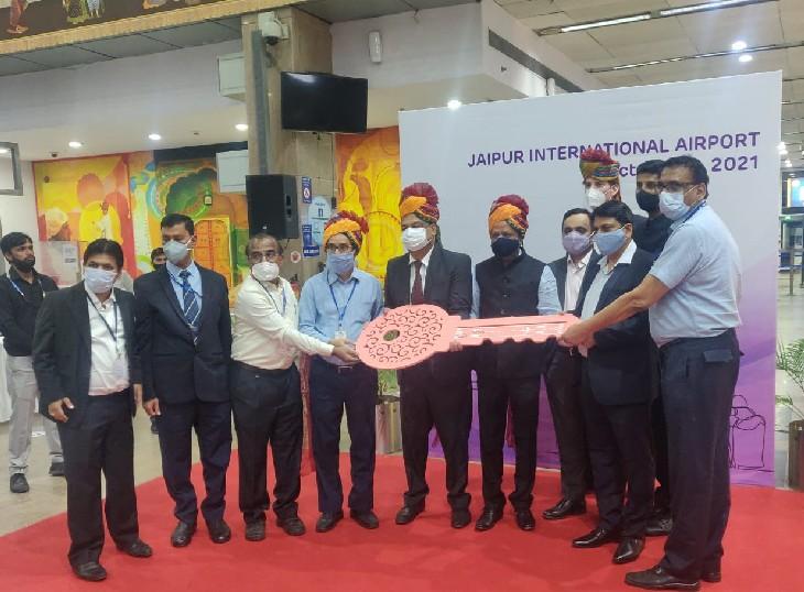 50 साल के लिए मैनेजमेंट, संचालन की कमान संभालेगा समूह, एयरपोर्ट डायरेक्टर ने प्रतीकात्मक चाबी सौंपी|जयपुर,Jaipur - Dainik Bhaskar
