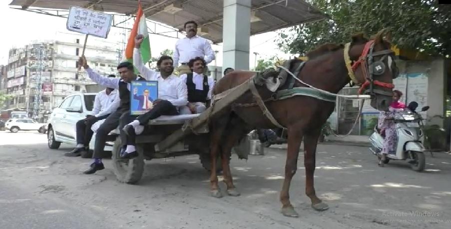 पेट्रोल-डीजल की बढ़ती कीमतों के खिलाफ प्रदर्शन, केंद्र और पंजाब सरकार के खिलाफ नारेबाजी|लुधियाना,Ludhiana - Dainik Bhaskar