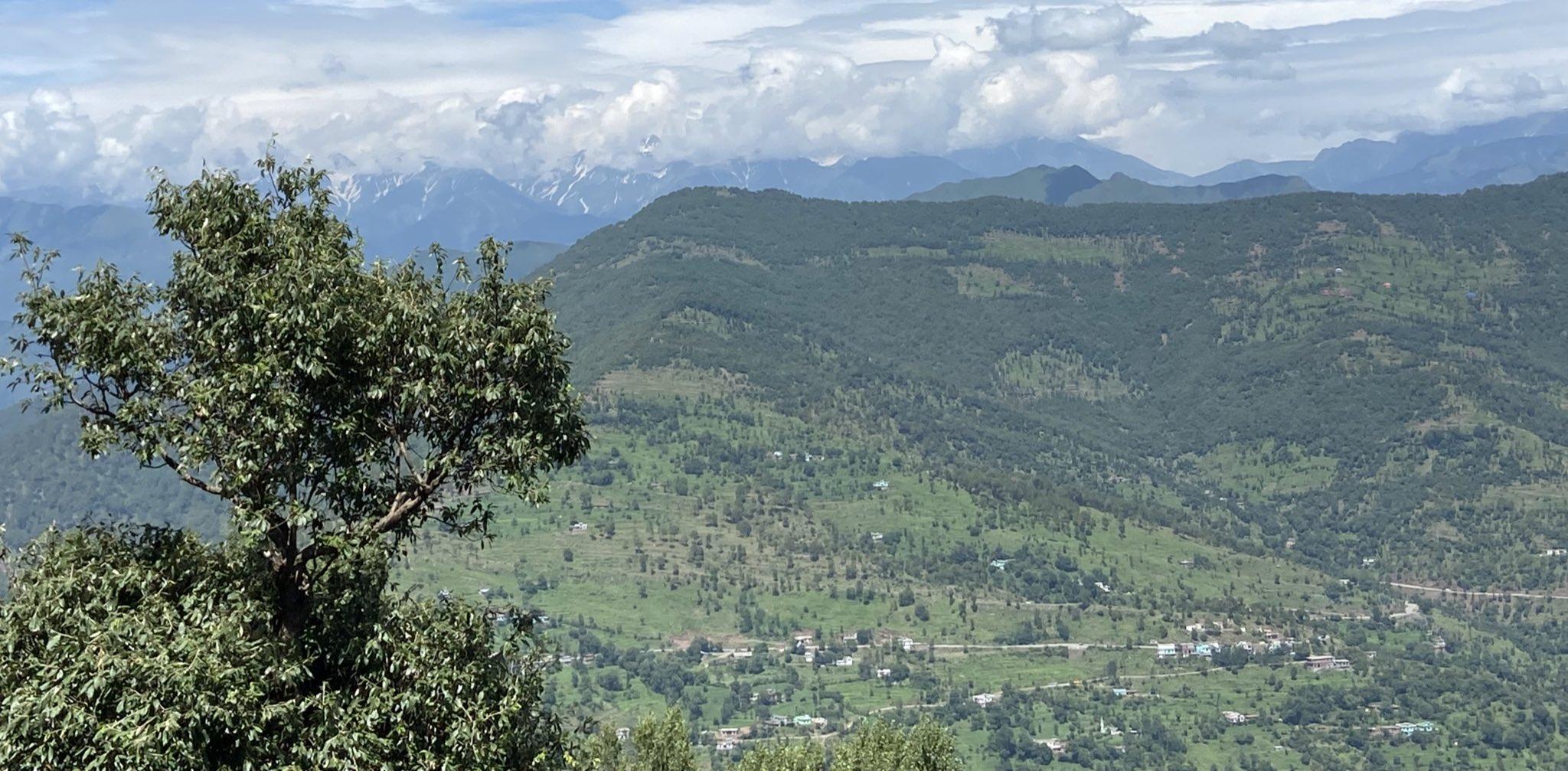 पीर पंजाल रेंज में जहां मुठभेड़ हुई, वह इलाका LOC के बेहद नजदीक है।