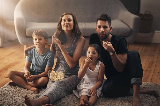 टीवी देखते हुए खाने वाले बच्चों में मोटापे की आशंका ज्यादा