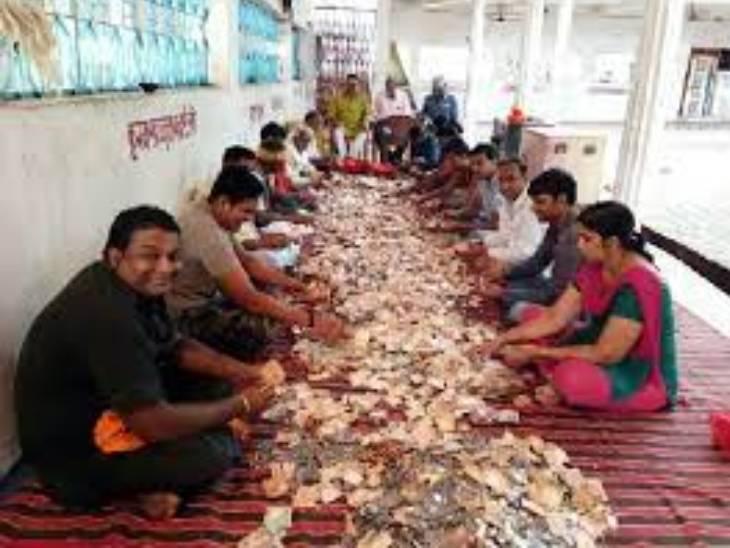 मंदिर की दानपेटी के लिए इस तरह लोग लगाए जाते हैं। (फाइल फोटो)