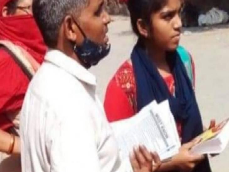एक युवक और दो महिलाएं बांट रहे थे हिंदू धर्म को नीचा दिखाने वाले पत्र, लोगों ने पुलिस के हवाले किया फर्रुखाबाद,Farrukhabad - Dainik Bhaskar