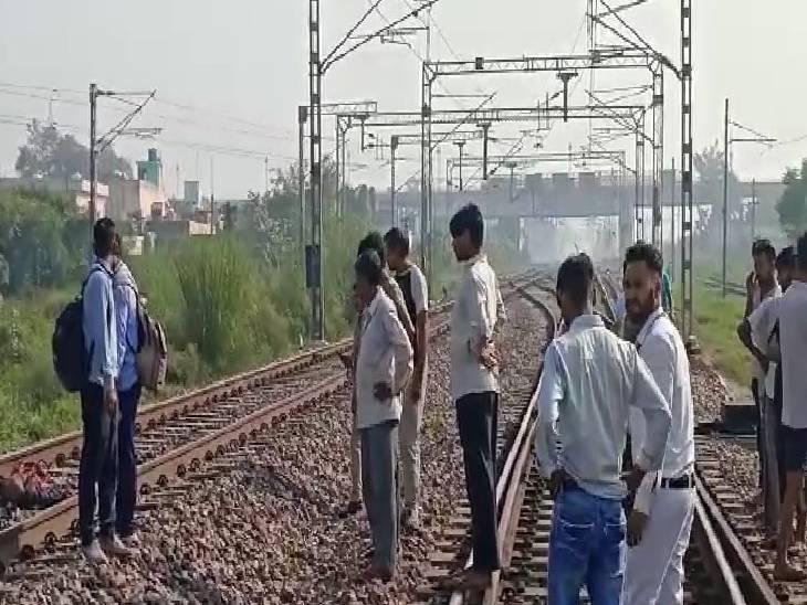 अभी तक नहीं हो सकी है शिनाख्त, हादसे की वजह से ट्रेनें हुई लेट अमरोहा,Amroha - Dainik Bhaskar