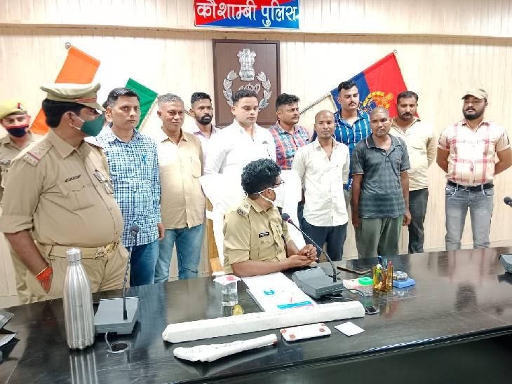 जुए में जीते रुपयों को लेकर हुआ था विवाद, सिर पर डंडा मारकर किया था कत्ल; दो दोस्तों को पुलिस ने किया गिरफ्तार कौशांबी,Kaushambi - Dainik Bhaskar