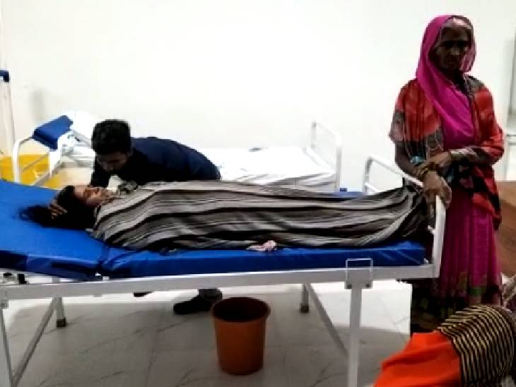 तीन दिन पहले ऑपरेशन से कराई डिलीवरी, फोन पर पूछकर इलाज करने लगा वॉर्ड ब्वाय; हालत बिगड़ने पर अस्पताल से निकाला|अमेठी,Amethi - Dainik Bhaskar