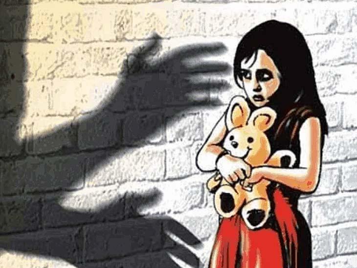पड़ोस के युवक ने छत पर ले जाकर की वारदात, आरोपी गिरफ्तार छपरा,Chhapra - Dainik Bhaskar