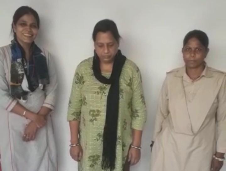 धोखाधड़ी के मामलों में 2 साल से फरार वांछित महिला को गिरफ्तार किया है। - Dainik Bhaskar