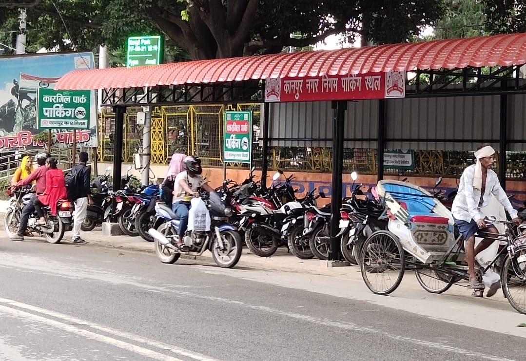 पार्किंग शुल्क ऑनलाइन वसूलने का काम हुआ पूरा, 3 दिन में लागू करने की तैयारी, एप से कर सकेंगे पार्किंग बुक कानपुर,Kanpur - Dainik Bhaskar