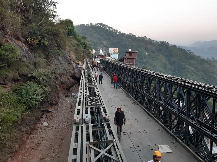 नेशनल हाईवे 205 पर बना बैली पुल कुछ इस तरह नजर आता है। - Dainik Bhaskar