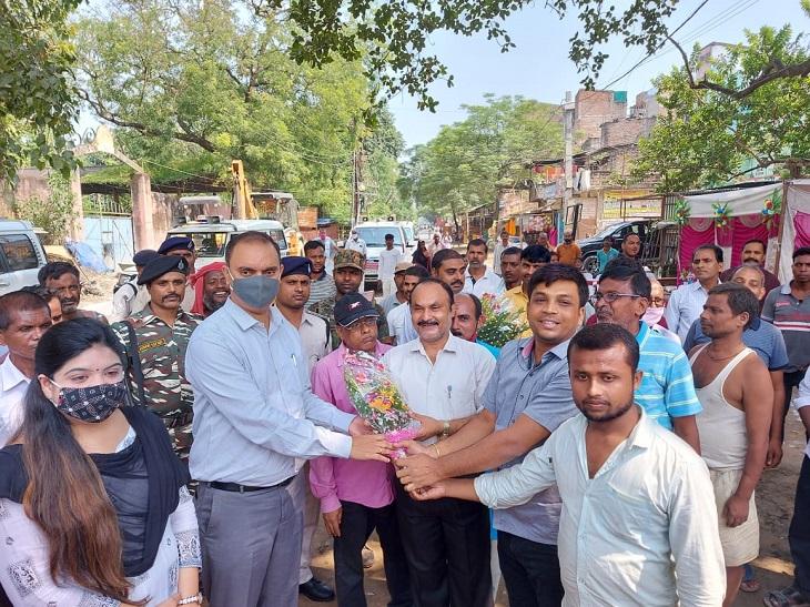 डीएम डॉ आलोक रंजन घोष ने खगड़िया और गोगरी अनुमंडल पदाधिकारियों को चुनाव और त्यौहार के मद्देनजर विशेष निर्देश दिया है। - Dainik Bhaskar