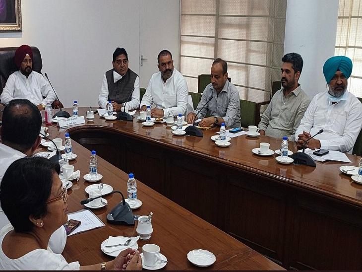 मुख्यमंत्री की जालंधर, होशियारपुर और मोहाली के MLA से मीटिंग; सुविधा कैंप लगाकर शिकायतें निपटाएंगे अफसर|जालंधर,Jalandhar - Dainik Bhaskar