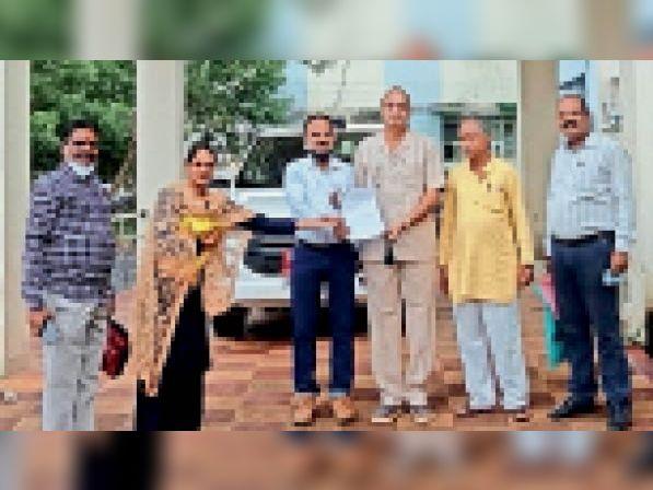 शिक्षक संघ एकीकृत ने विभिन्न मांगों के संबंध में कलेक्टर को सौंपा ज्ञापन|प्रतापगढ़,Pratapgarh - Dainik Bhaskar