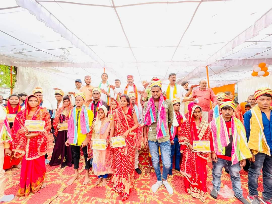भाजपा विधायक ने सभी को दिए उपहार, दंपति जीवन की दी बधाई कौशांबी,Kaushambi - Dainik Bhaskar