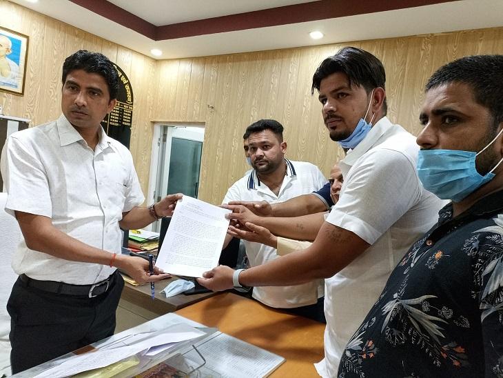 हरियाणा के खनन व्यापारियों ने सहारनपुर जिला प्रशासन को ज्ञापन सौंपा, खनिज अभिवहन खुलवाने की मांग की|सहारनपुर,Saharanpur - Dainik Bhaskar