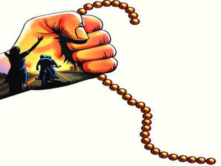 जैन मंदिर से लौट रही वृद्धा के गले से चेन झपटी, तीन दिन में चेन लूटने की दूसरी घटना उज्जैन,Ujjain - Dainik Bhaskar