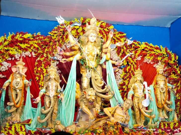 पटना के गोला रोड में आदि शक्ति युवा मंच राम की ओर से 2013 से माता की प्रतिमा स्थापित हो रही है।