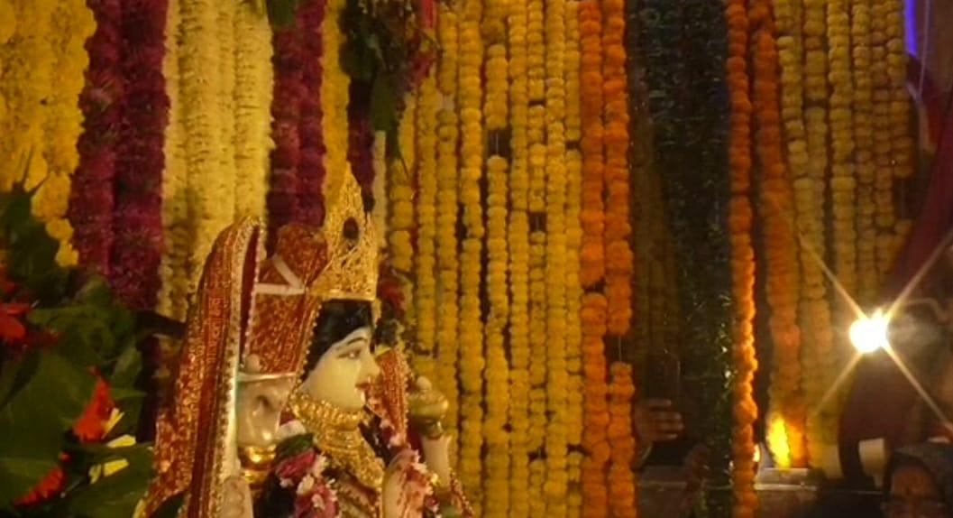 स्वप्न में एक भक्त को मां ने दर्शन देकर दिया आदेश, तो मंदिर में अर्पित किया 20 लाख कीमत का स्वर्ण मुकुट|छिंदवाड़ा,Chhindwara - Dainik Bhaskar