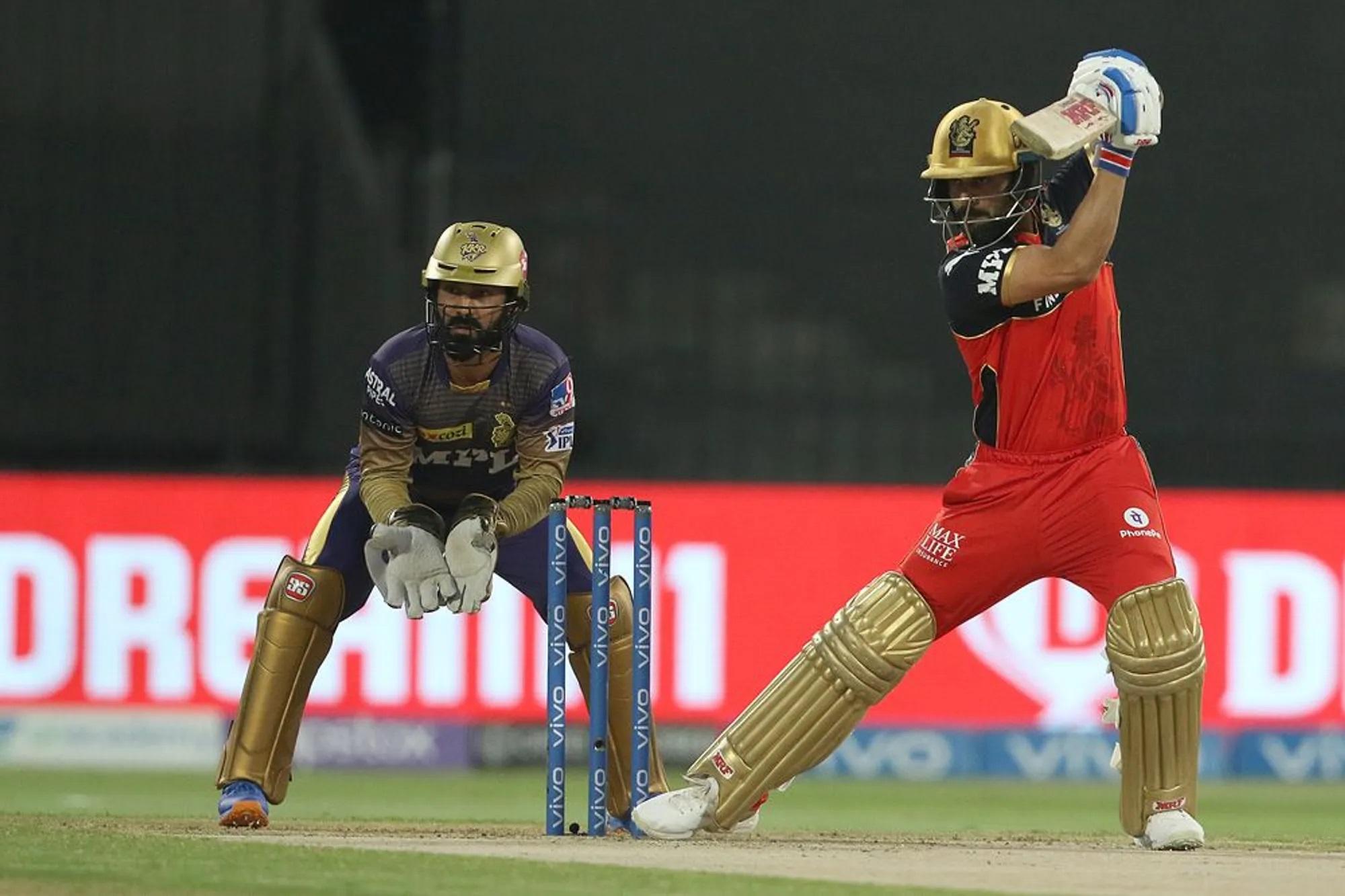 अपनी विदाई को किसी तरह दुखदाई होने से बचाने में लगे विराट कोहली ने अपनी टीम की ओर से सबसे ज्यादा रन की पारी खेली। उन्होंने 33 गेंद में 35 रन की कप्तानी पारी खेली। वो सुनील नरेन की एक शानदार गेंद पर बोल्ड हुए।