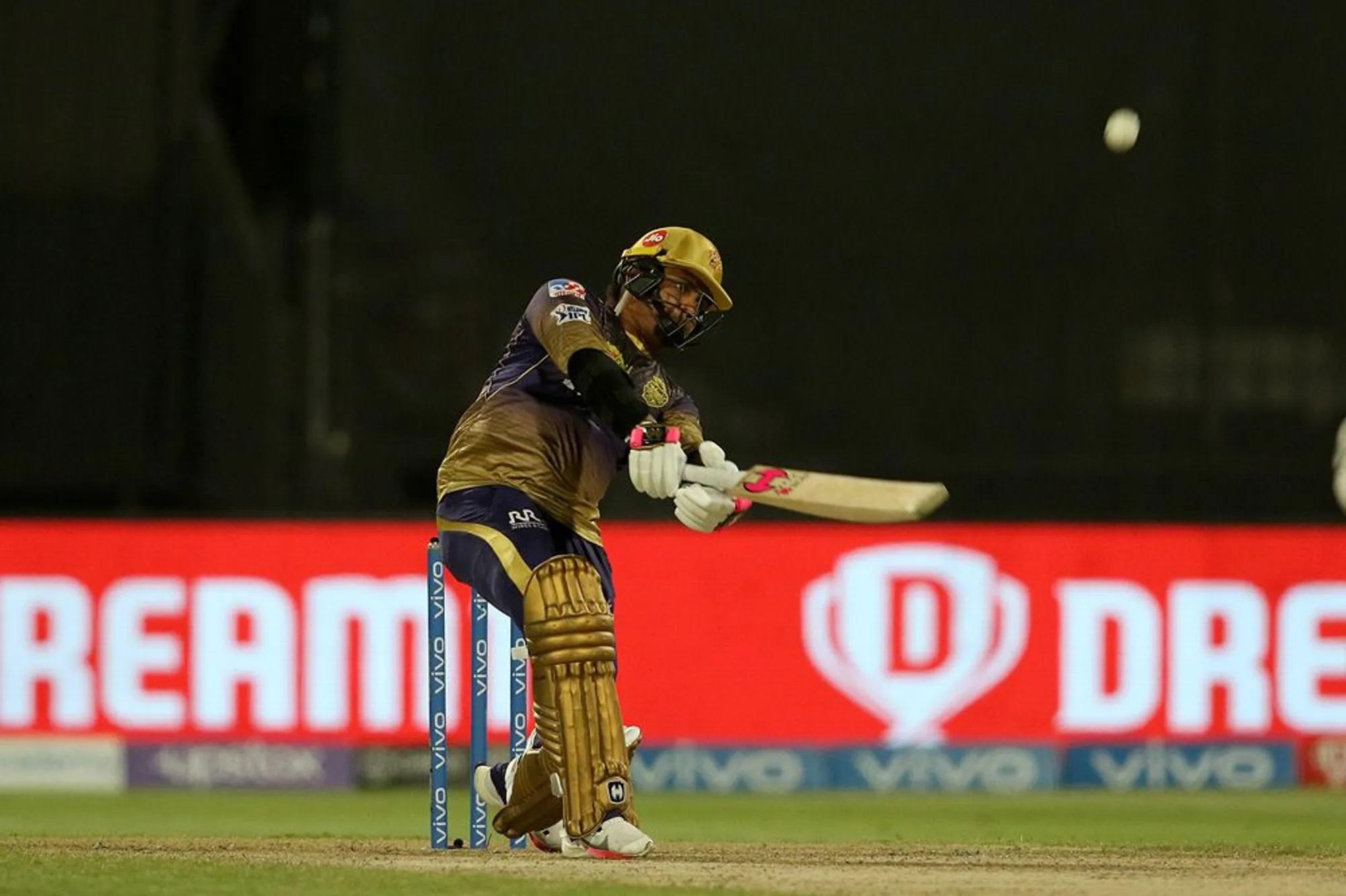 सुनील नरेन जब बैटिंग करने आए तो डैन क्रिश्चिन की 3 गेंदों पर 3 लगातार छक्के जड़ दिए। सिर्फ 15 गेंद में 26 रन की पारी खेली। वो कोलकाता की पारी का 12वां ओवर था। वहीं से पूरा मैच पलट गया। वरना कोहली की टीम ने छोटे स्कोर पर भी मैच पर ग्रिप बना ली थी।