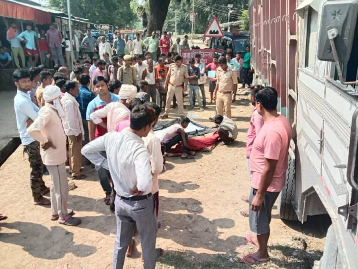 सड़क किनारे हैंडपंप पर पानी पीने जा रही थी, तेज रफ्तार ट्रक ने मारी टक्कर; पुलिस ने ड्राइवर को गिरफ्तार किया बांदा,Banda - Dainik Bhaskar