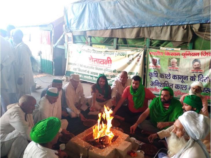 लखीमपुर खीरी के मृतक किसानों को दी श्रद्धांजलि, शाम को दिल्ली के तीनों बॉर्डरों पर किसान कैंडल मार्च निकालेंगे|गाजियाबाद,Ghaziabad - Dainik Bhaskar
