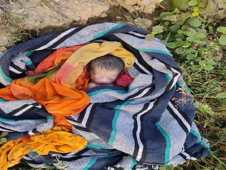 गांव वालों ने देखा तब चल रही थी सांसे,कुछ ही पलों में बच्ची ने तोड़ दिया दम|चंदौली,Chandauli - Dainik Bhaskar