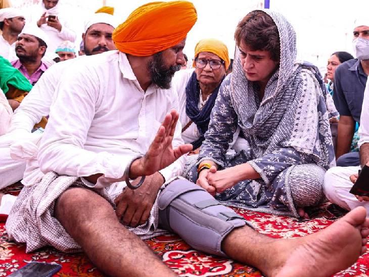 इस दौरान प्रियंका गांधी किसानों से बातचीत करती भी दिखीं। पूरे कार्यक्रम के दौरान प्रियंका ने मीडिया से भी बातचीत नहीं की।