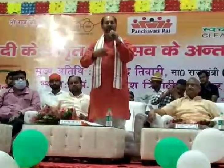 अमृत महोत्सव कार्यक्रम में हुए शामिल, पीएम मोदी और सीएम योगी को बताया भगवत स्वरूप सुलतानपुर,Sultanpur - Dainik Bhaskar