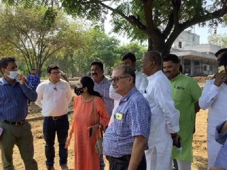 सालों से बंद पड़ी पराग डेरी की जमीन पर शासन ने लगाई मुहर, दिल्ली और आगरा की स्वास्थ्य विभाग की टीम ने किया निरीक्षण हाथरस,Hathras - Dainik Bhaskar