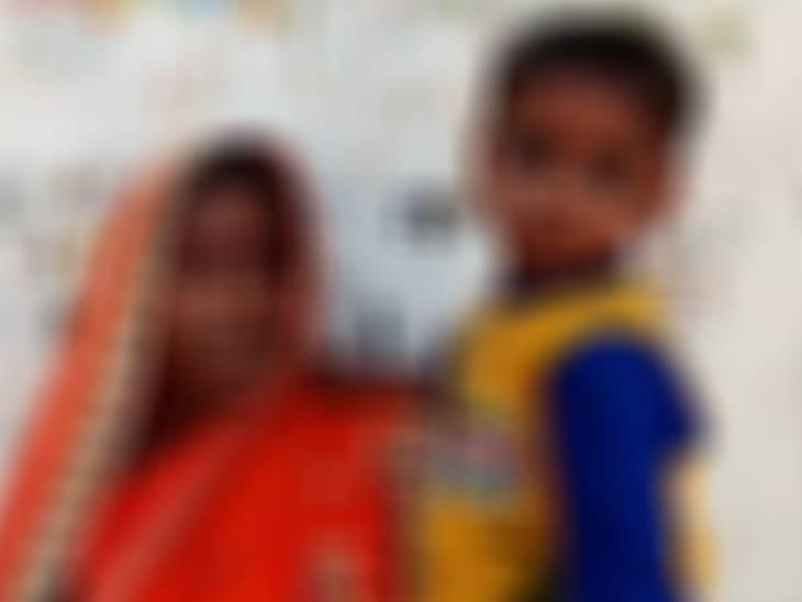 दुर्गा पंडाल के पास से खेलते समय उठा ले गया, मोबाइल पर वीडियो देखकर गलत काम किया, पुलिस ने हिरासत में लिया|फतेहपुर,Fatehpur - Dainik Bhaskar