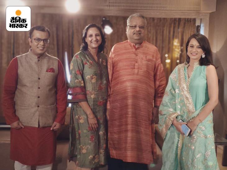 राकेश झुनझुनवाला की अपनी पत्नी और कुछ पत्रकारों के साथ हाल ही में ली गई तस्वीर