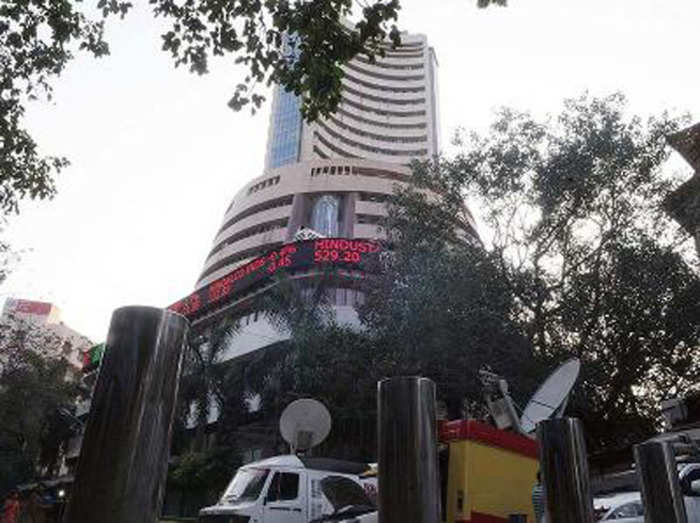 निचले स्तर से सुधरा बाजार, निफ्टी 18000 के करीब और सेंसेक्स 148 पॉइंट चढ़कर बंद; बैंकिंग शेयर्स में तेजी|बिजनेस,Business - Dainik Bhaskar