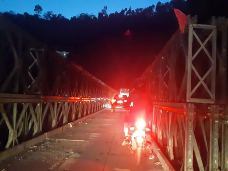 180 फीट लंबा बैली ब्रिज यातायत के लिए खोला गया, 8 जिलों के लोगों को मिली राहत; भारी वाहनों पर रहेगी पाबंदी शिमला,Shimla - Dainik Bhaskar