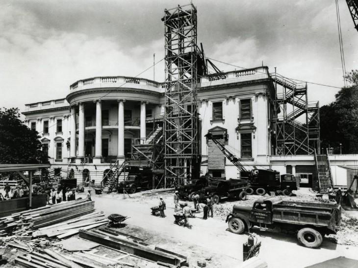 फोटो 1950 में व्हाइट हाउस के मेंटेनेंस के दौरान का है।