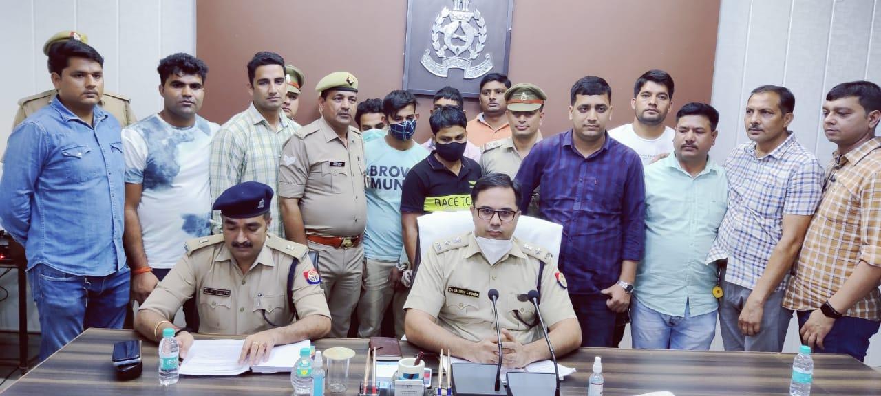 पुलिस ने 4 आरोपियों को पकड़ा, लाखों का तार और लूटी गई बंदूक की बरामद मथुरा,Mathura - Dainik Bhaskar