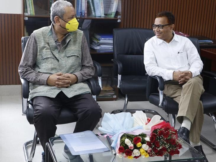 गुजरात के राज्य निर्वाचन आयुक्त संजय प्रसाद और को बिहार के राज्य निर्वाचन आयुक्त दीपक प्रसाद। - Dainik Bhaskar