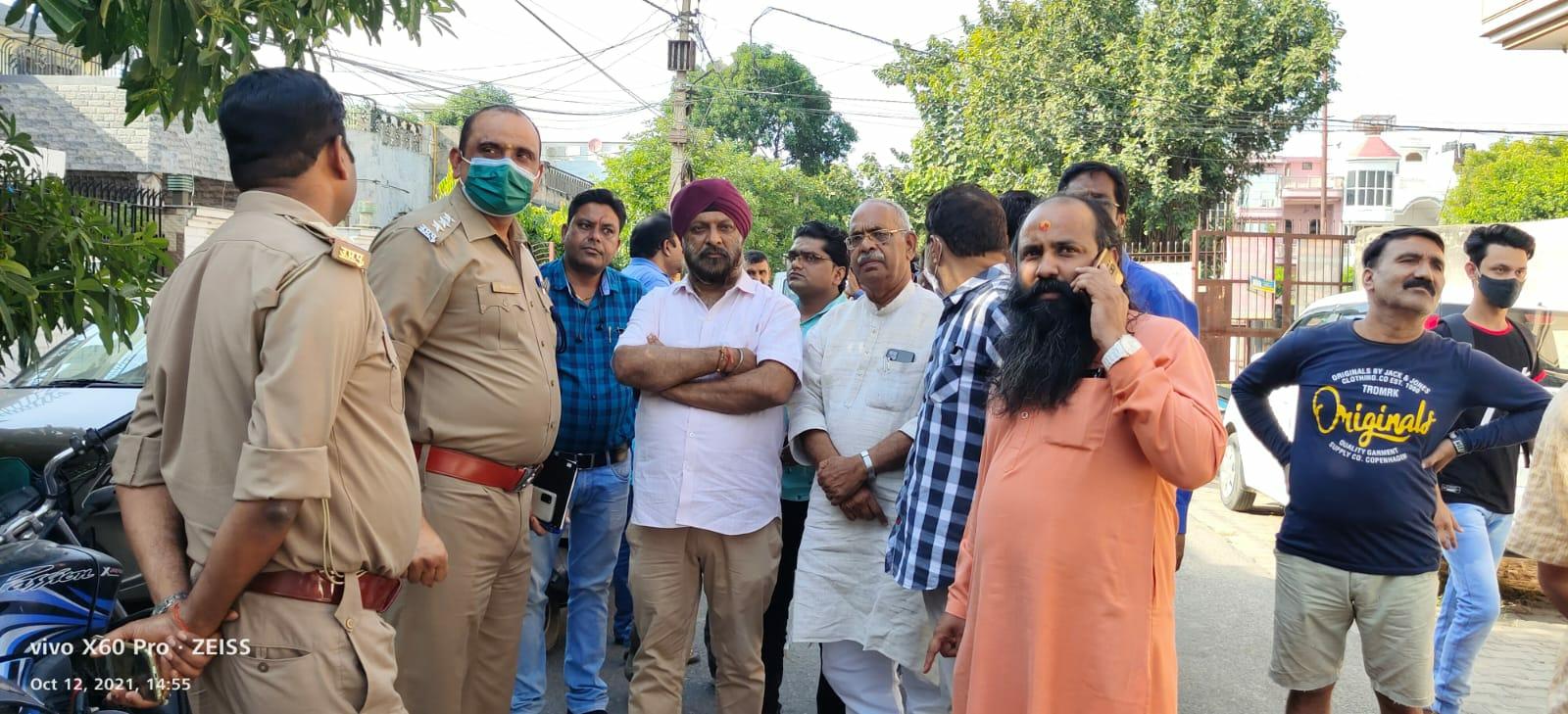 मेरठ में 4 युवकों ने तमंचे के बल पर की लूट, CCTV में कैद हुए बाइक सवार मेरठ,Meerut - Dainik Bhaskar