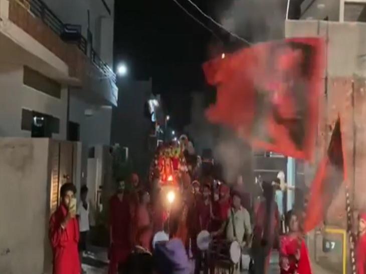 पटाखे चलाने को लेकर हुए विवाद के बाद युवकों ने चलाई गोलियां,वीडियो वायरल होने के बावजूद पुलिस कार्रवाई को तैयार नहीं|अमृतसर,Amritsar - Dainik Bhaskar