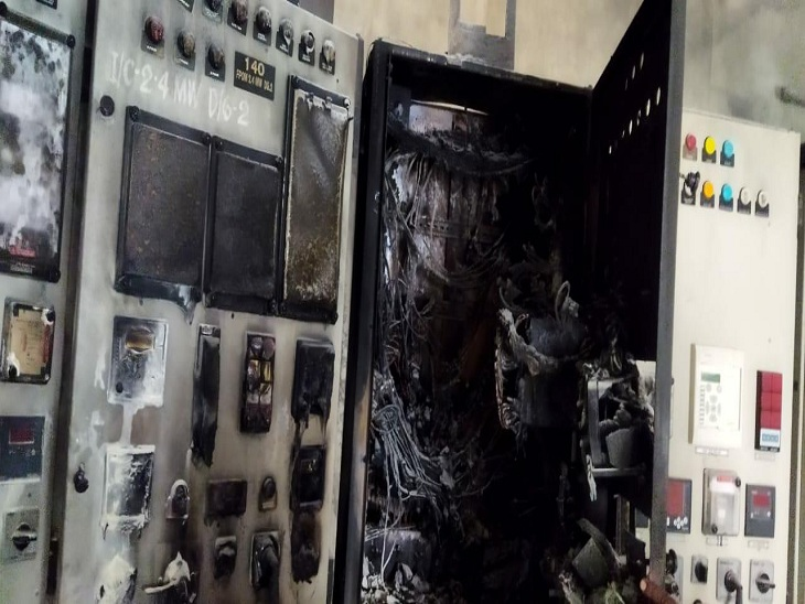 आग लगने के कारण जला हुआ विद्युत पैनल।
