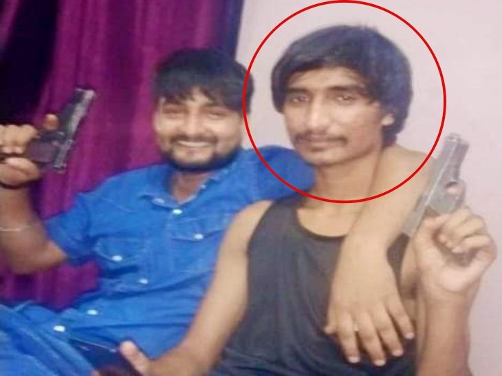 हत्या में वांटेड था, लोकेशन ट्रेस होते ही पुलिस ने खेतों में घेर लिया था, पिस्टल हाथ में लेकर फैलाता था दहशत|राजस्थान,Rajasthan - Dainik Bhaskar