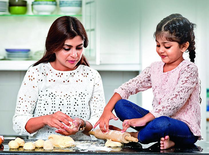 घर के किचन को बनाएं बच्चों की क्लास, जहां वे सीखेंगे भी और बढ़ेंगे भी... मधुरिमा,Madhurima - Dainik Bhaskar