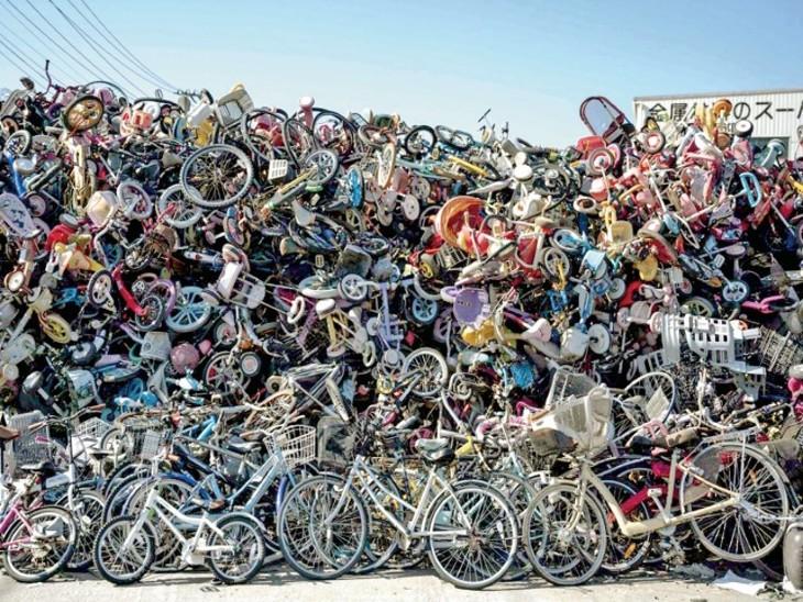 साइकिल रखने की जगह नहीं, इसलिए उन्हें डंप करना पड़ रहा; हजारों फेंक चुके|विदेश,International - Dainik Bhaskar