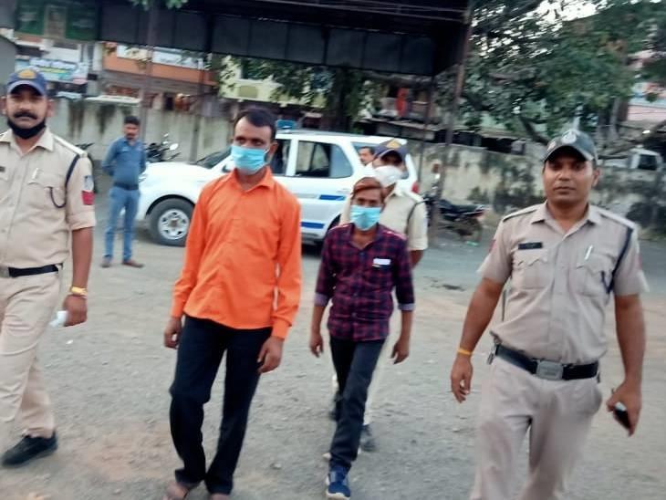 गांजा ले जा रहे दो आरोपियों को पुलिस ने किया गिरफ्तार, गांजा सहित बाइक की जब्त रायसेन,Raisen - Dainik Bhaskar